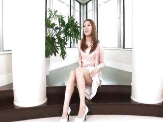 Brunette Asian beauty tries sperm