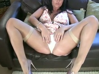 Thick milf in stockings and heels !