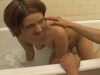 Nympho gets rammed in the bathtub