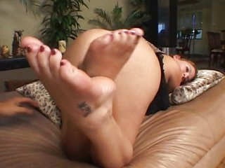 Buxom playgirl with hot feet nailed