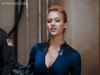 Mesmerizing Celebrity Jessica Alba Wearing a Super Constricted Outfit