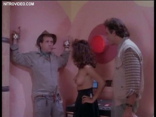 Seductive Retro MILF Jasae Exposes Her Round Boobs In a Hawt Scene