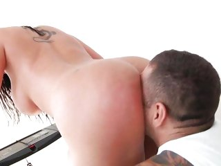 Kelly Divine booty bouncing on a mans face