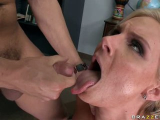 Phoenix Marie let a thick whitish fluid flow on throat