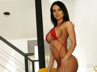 Hot Franceska Jaimes shows off her amazing curves