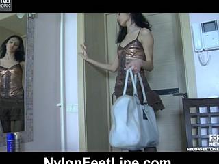 Cora exposing her hylon feet