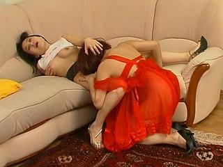 Elinor&Isidore pussylicking older on episode