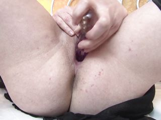 blonde mature kirsty masturbating in bed