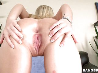 sexy blonde know how to lick balls and suck cock