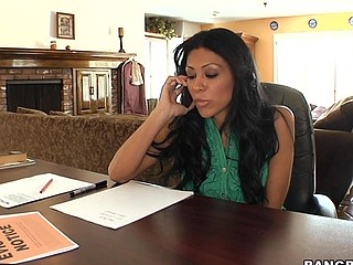 Obedient latina babe Cassandra Cruz is here to have bang